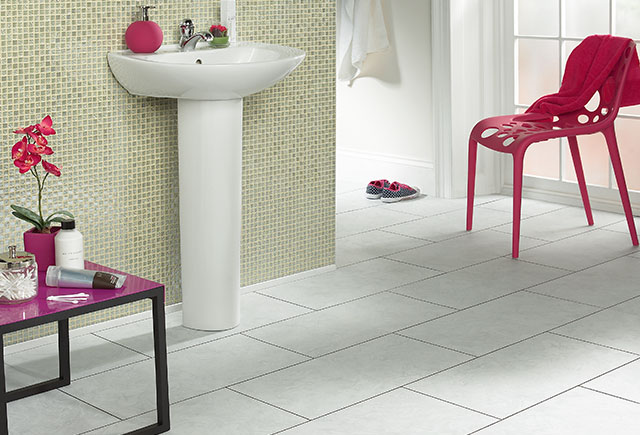 White%20tile%20bath%20lvt
